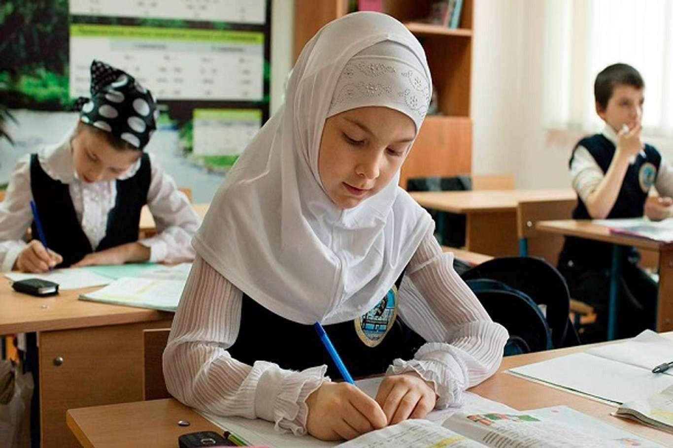 أوزبكستان.. قرار جديد خاص بحجاب الفتيات في المدارس