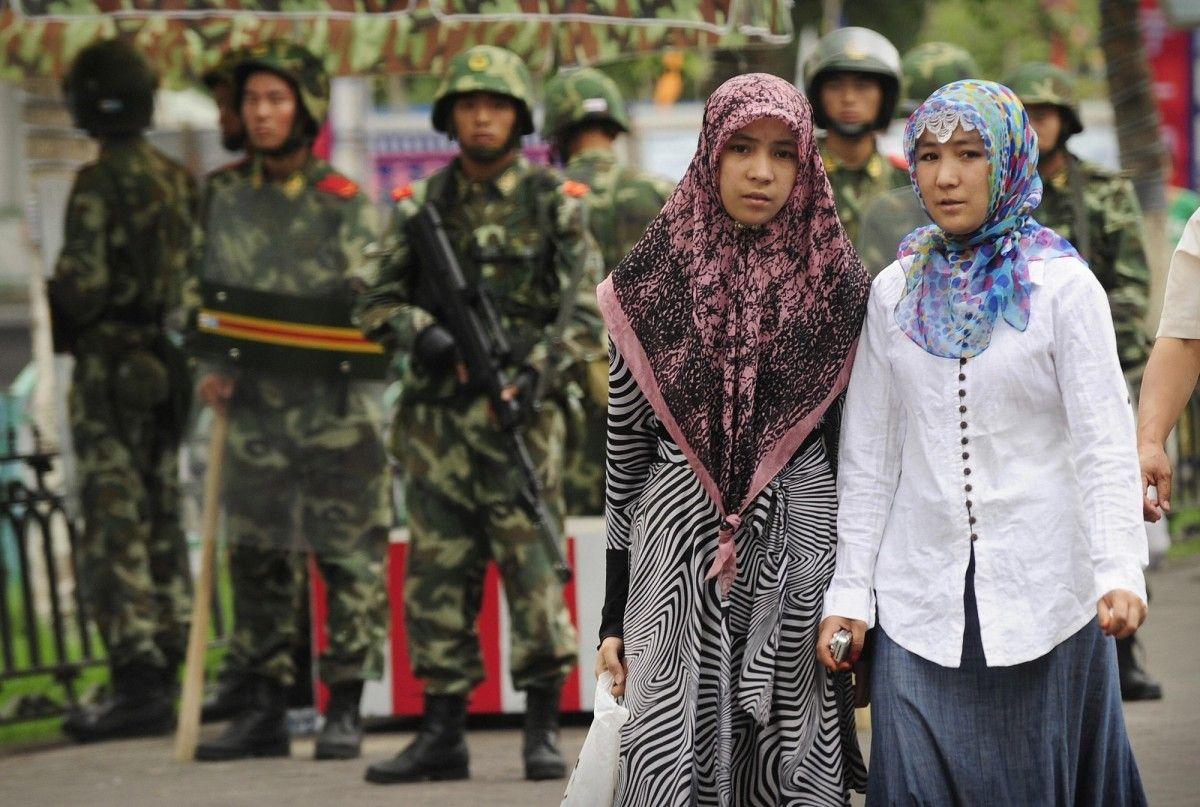 الصين تتباهى بعدم قدرة مسلمات الإيغور على الإنجاب بعد الآن