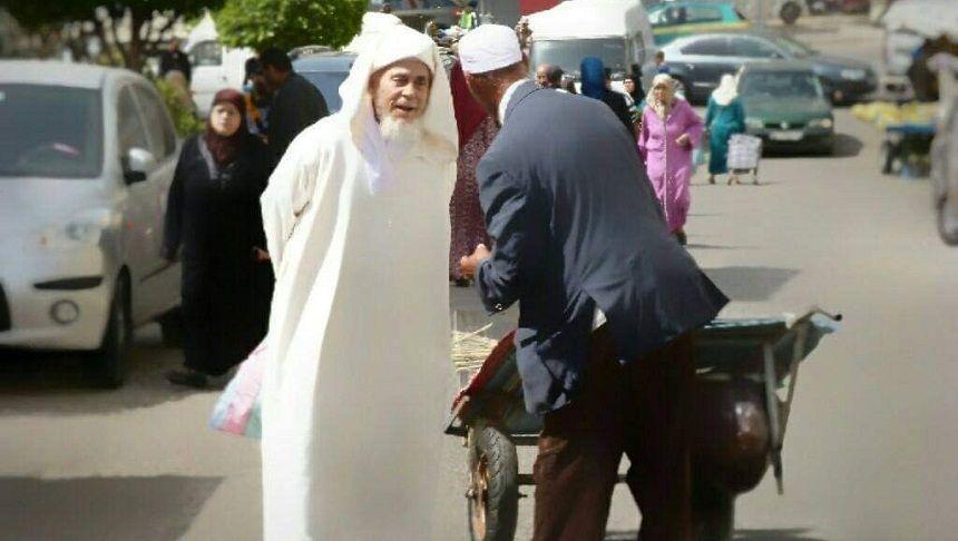 """المغرب: بسبب انتقاده """"التباعد في المساجد"""".. توقيف الخطيب الطنجاوي الشيخ عبد القادر العوامي"""
