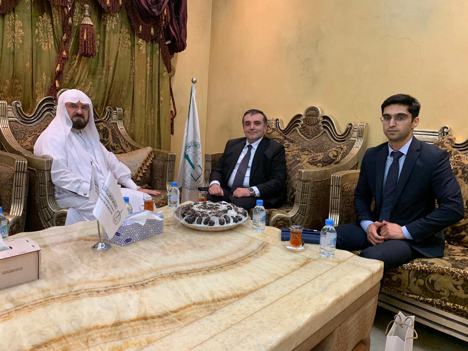 القره داغي يلتقي سفير أذربيجان لدى الدوحة