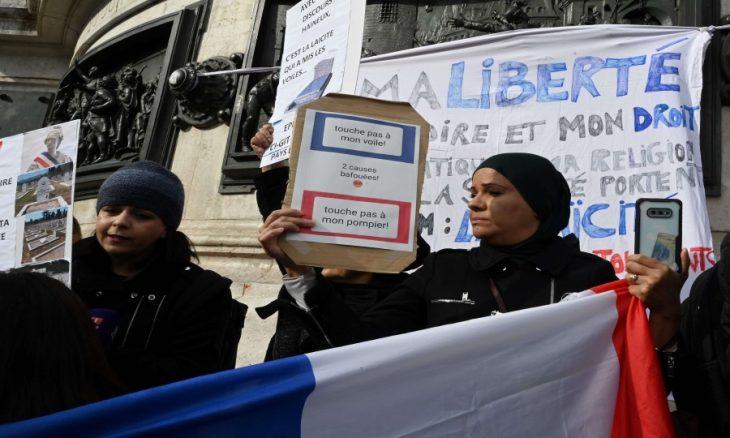 ناشطة حقوقية: الحكومة الفرنسية تشرعن الممارسات العنصرية ضد المسلمين