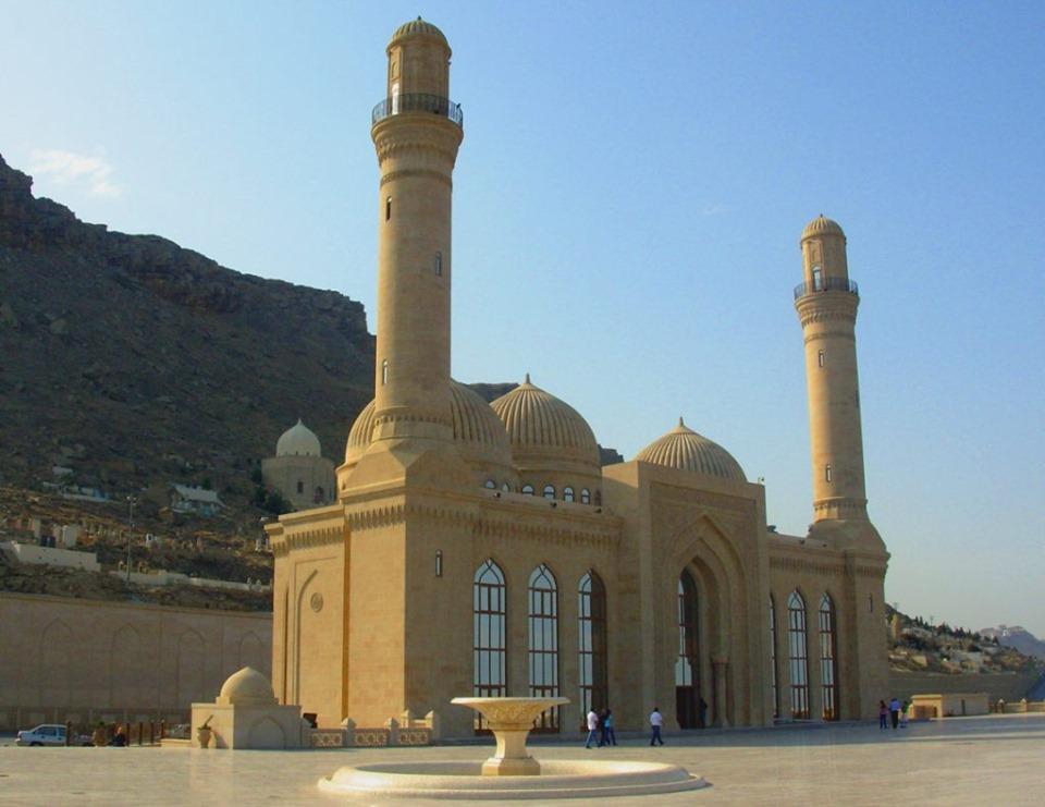 الاتحاد العالمي لعلماء المسلمين: يطالب الحكومة الأذربيجانية بعدم التضييق على أهل السنة ومساجدها