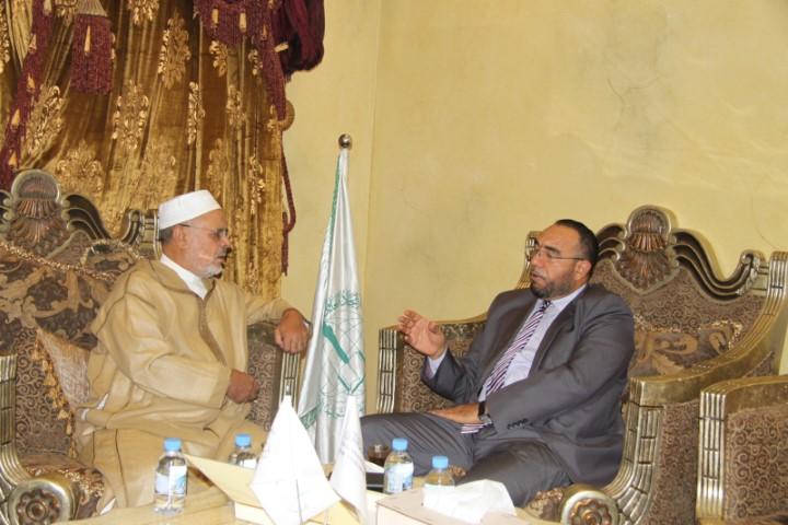 Ahmad Raïssouni rencontre le Directeur du Centre de Culture Humaine à Paris.