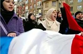 سخرية وإهانة.. هيئتان دوليتان تدعوان لوقف التمييز ضد المحجبات بأوروبا