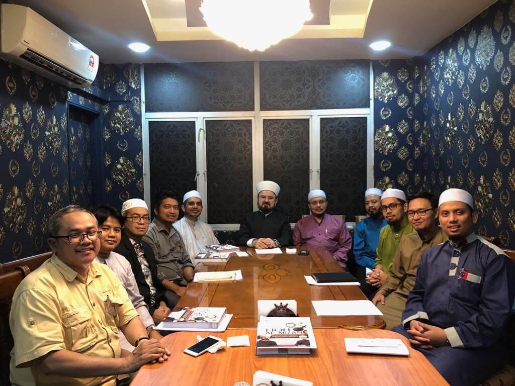 القره داغي يعقد اجتماع عمل مع فرع ماليزيا